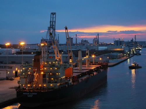 米国サバンナ港の建設を支援する鳴志LED知能駆動システム